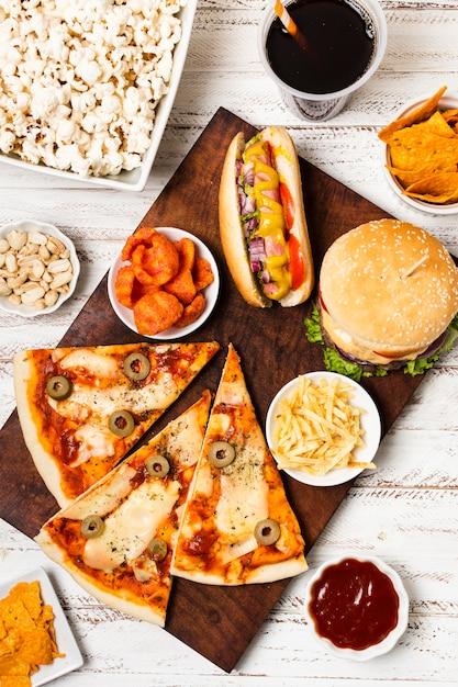 Flache lage von fast-food-mahlzeit Premium Fotos