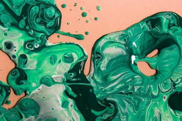 Flache lageanordnung mit grüner farbe auf pfirsichhintergrund Kostenlose Fotos