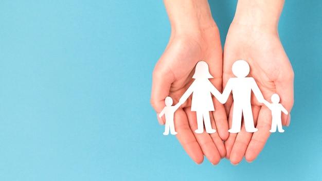 Flache niedliche familienkonzeptanordnung mit kopienraum Kostenlose Fotos