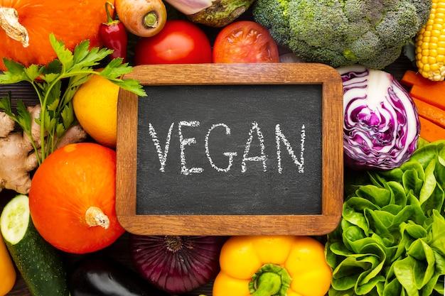 Flache vegane beschriftung auf tafel Kostenlose Fotos