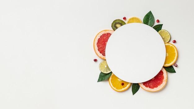 Flache zitrusfrucht mit kopierraum Kostenlose Fotos