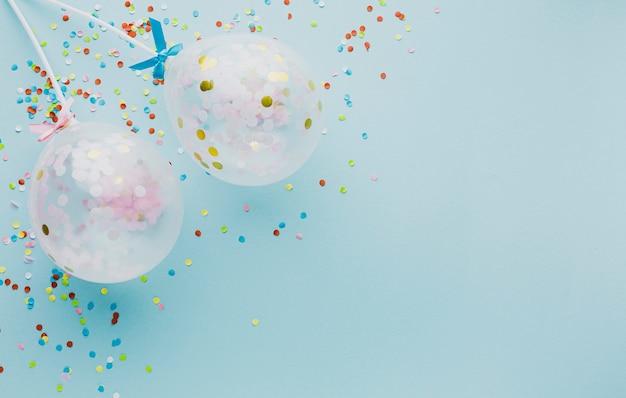 Flacher lagepartyrahmen mit ballonen und kopieraum Kostenlose Fotos