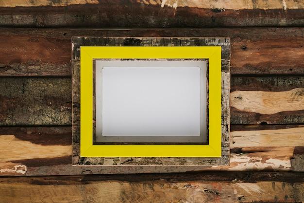 Flacher laienrahmen mit hölzernem hintergrund Kostenlose Fotos