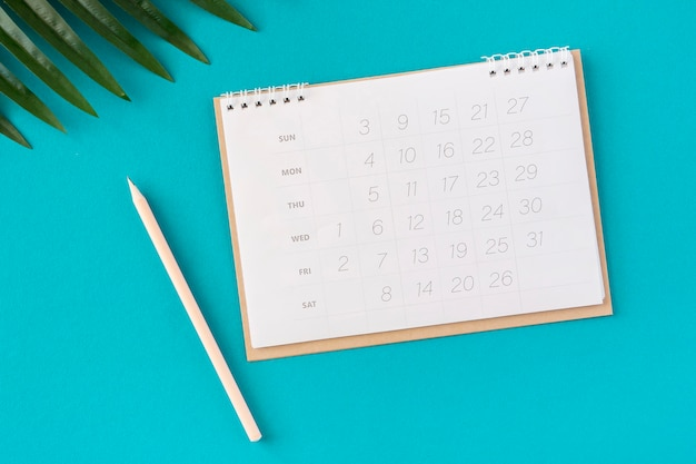 Flacher planer kalender und blätter Premium Fotos