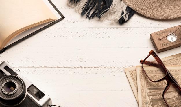 Flacher runder rahmen mit reiseartikeln Kostenlose Fotos