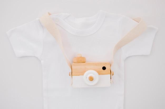 Flaches baby t-shirt mit fotokamera Kostenlose Fotos