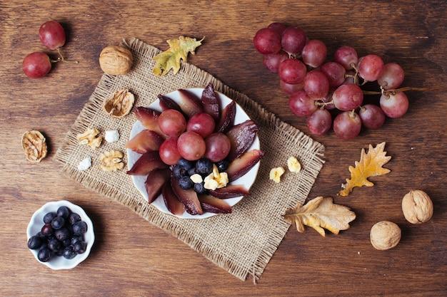 Flaches gourmet-picknick im herbst Kostenlose Fotos