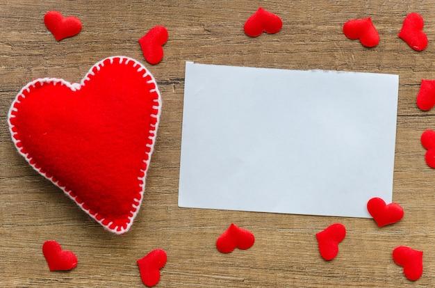 Flaches lay-mock-up-vorlage-blankopapier für grußkarten zum valentinstag Premium Fotos