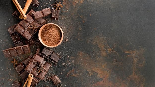Flaches schokoladenkonzept mit kopierraum Premium Fotos