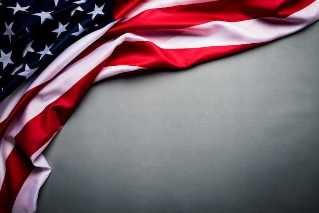 Flagge der vereinigten staaten von amerika auf grau. unabhängigkeitstag usa Premium Fotos
