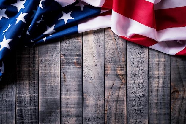 Flagge der vereinigten staaten von amerika auf hölzernem hintergrund Premium Fotos