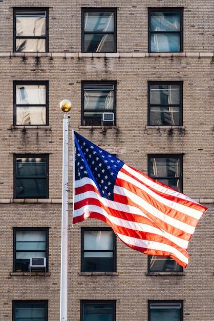 Flagge von amerika im wind fliegen Kostenlose Fotos