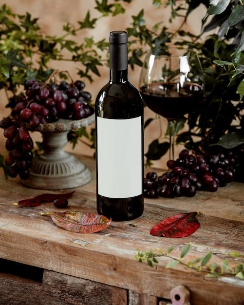 Flasche rotwein und ein glas rotwein Kostenlose Fotos