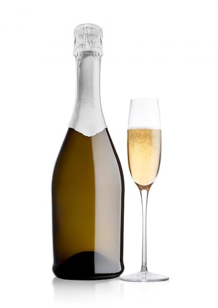 Flasche und glas gelber champagner auf weißem hintergrund Premium Fotos