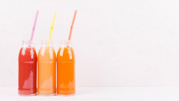 Flaschen mehrfarbiger saft Kostenlose Fotos