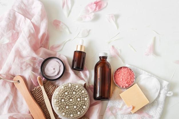 Flaschen und gläser mit kosmetika Premium Fotos