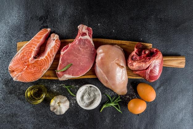 Fleisch fressender proteindiäthintergrund Premium Fotos