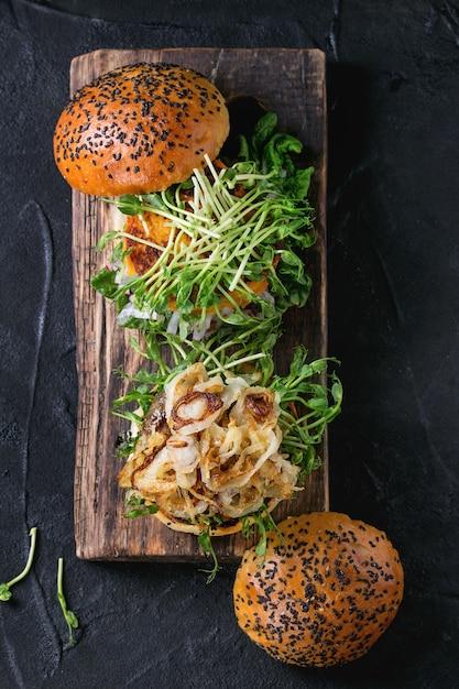 Fleisch und gemüse burger Premium Fotos