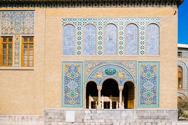 Fliesenkunst in karim khani nook, golestan-palast. teheran, iran. Premium Fotos