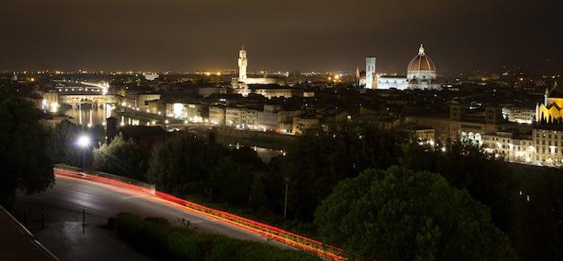 Florenz nachtansicht, italienisches panorama Premium Fotos