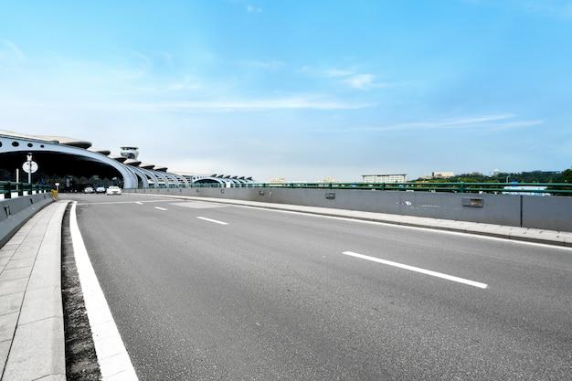 Flughafen-schnellstraße in qingdao, china Premium Fotos