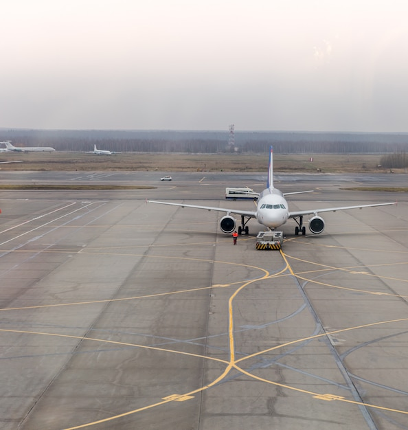 Flugzeugparken Premium Fotos