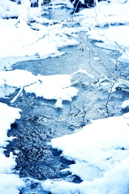 fluss mit schnee auf den seiten download der kostenlosen