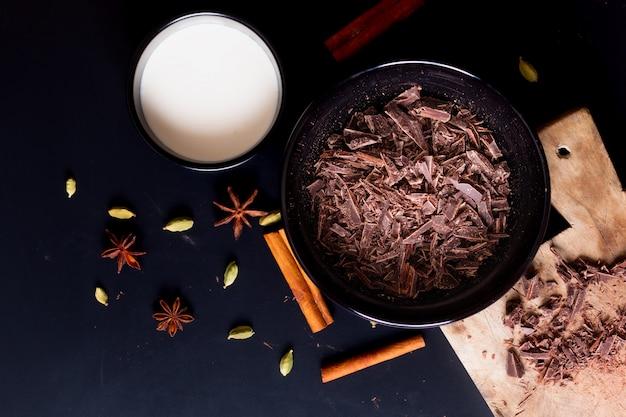 Food concept zubereitungsverfahren zum schmelzen von bio-schokolade für desserts Premium Fotos