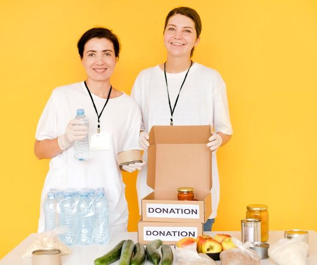 Food day spendenboxen werden vorbereitet Kostenlose Fotos