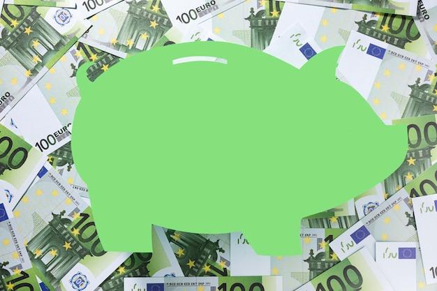 Form eines sparschweins, umgeben von euro Kostenlose Fotos