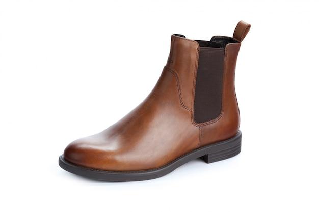 Formale männliche lederschuhe browns lokalisiert auf weiß Premium Fotos