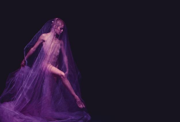 Foto als kunst - ein sinnlicher und emotionaler tanz der schönen ballerina durch den schleier Kostenlose Fotos