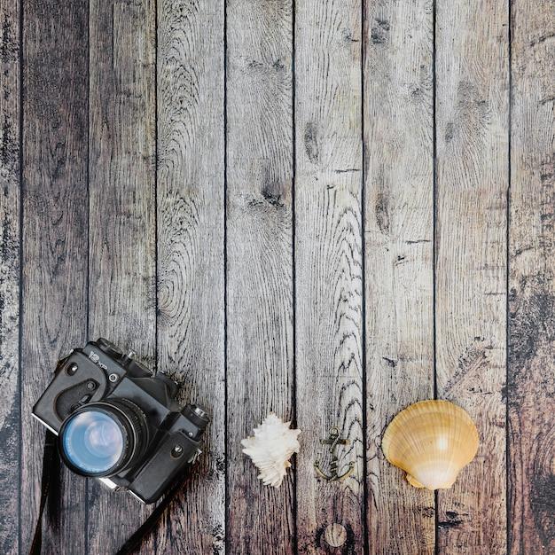 Fotokamera und seashells von oben Kostenlose Fotos