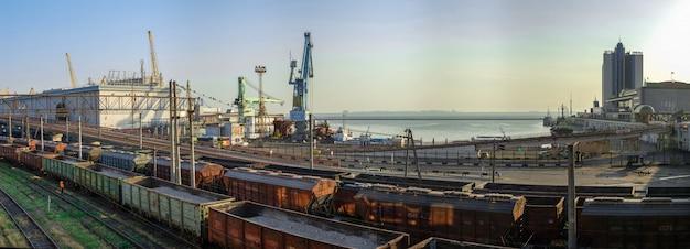 Frachthafen und eisenbahnlinien in odessa, ukraine Premium Fotos