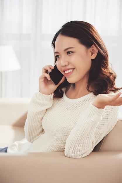 Frau am telefon aufrufen Kostenlose Fotos