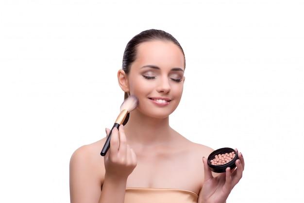 Frau, die das make-up getrennt auf weiß erhält Premium Fotos