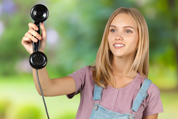 Frau, die den telefonhörer hält Premium Fotos