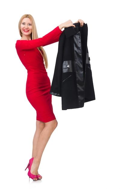 Frau im kleid und in schwarzem mantel lokalisiert auf weiß Premium Fotos