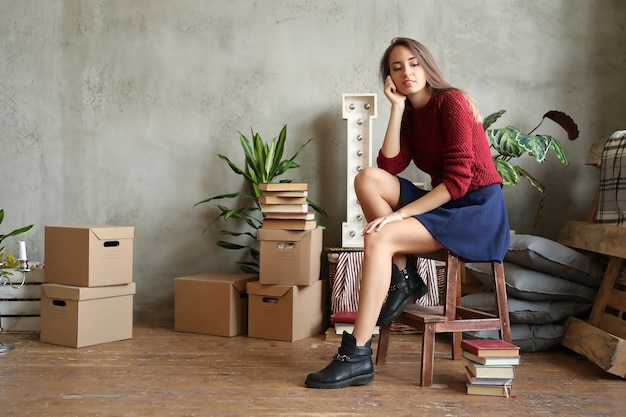 Frau im neuen zuhause Kostenlose Fotos
