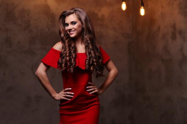 Frau im roten kleid Kostenlose Fotos