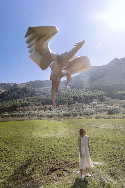 Frau mit 3d drachen dargestellt Kostenlose Fotos