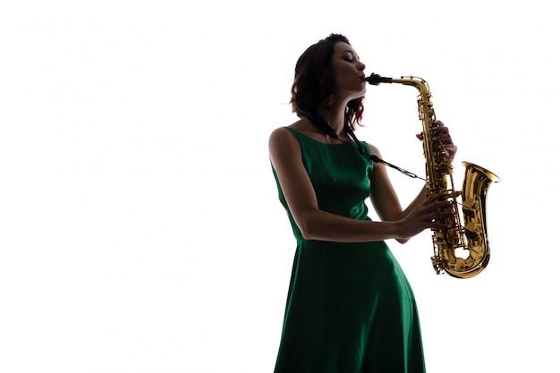 Frau mit dem saxophon getrennt auf weiß Premium Fotos