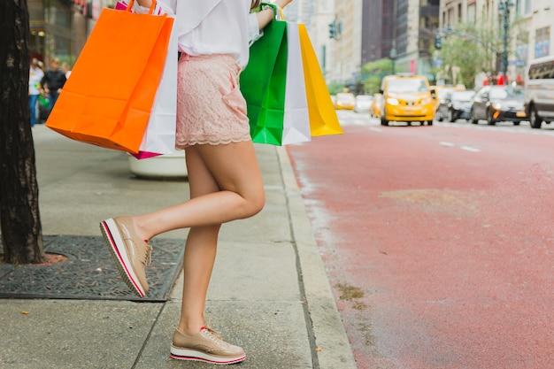 Frau mit einkaufstaschen Kostenlose Fotos