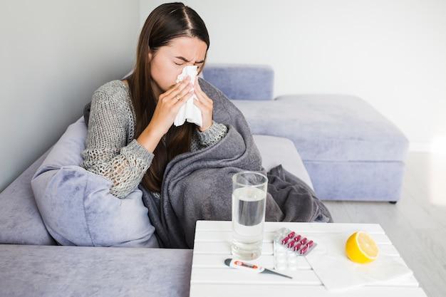 Frau mit erkältung Kostenlose Fotos
