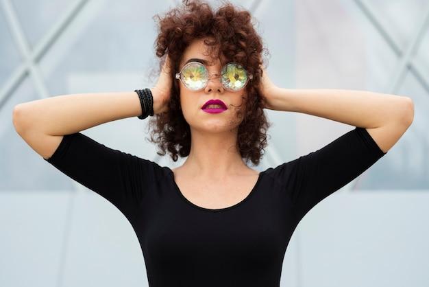 Frau mit ganz eigenhändig geschriebenen gläsern Kostenlose Fotos