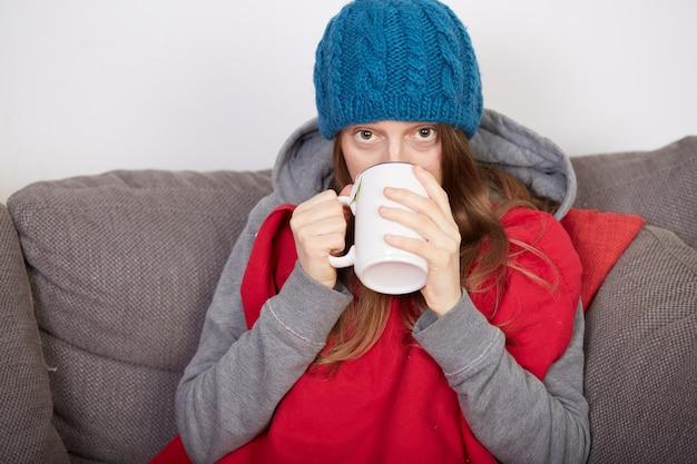 Frau mit grippe Premium Fotos