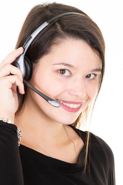 Frau mit kopfhörern lokalisierte call-center-unterstützung des weißen hintergrundes Premium Fotos