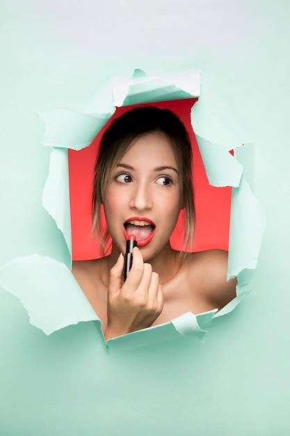 Frau mit lippenstiftporträt Kostenlose Fotos