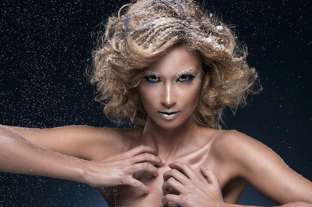 Frau mit schönen make-up Kostenlose Fotos