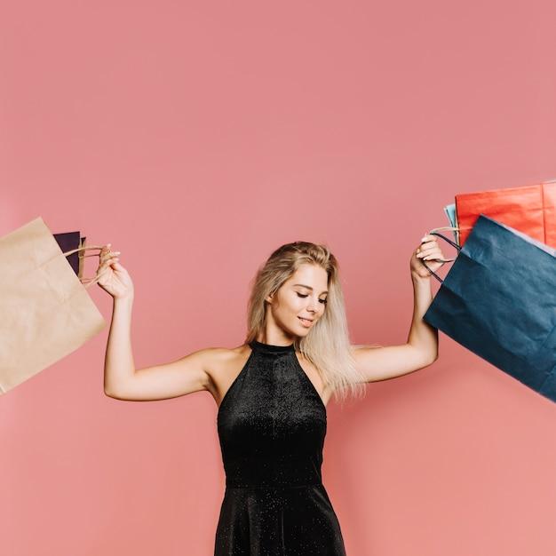 Frau mit vielen einkaufstaschen Kostenlose Fotos